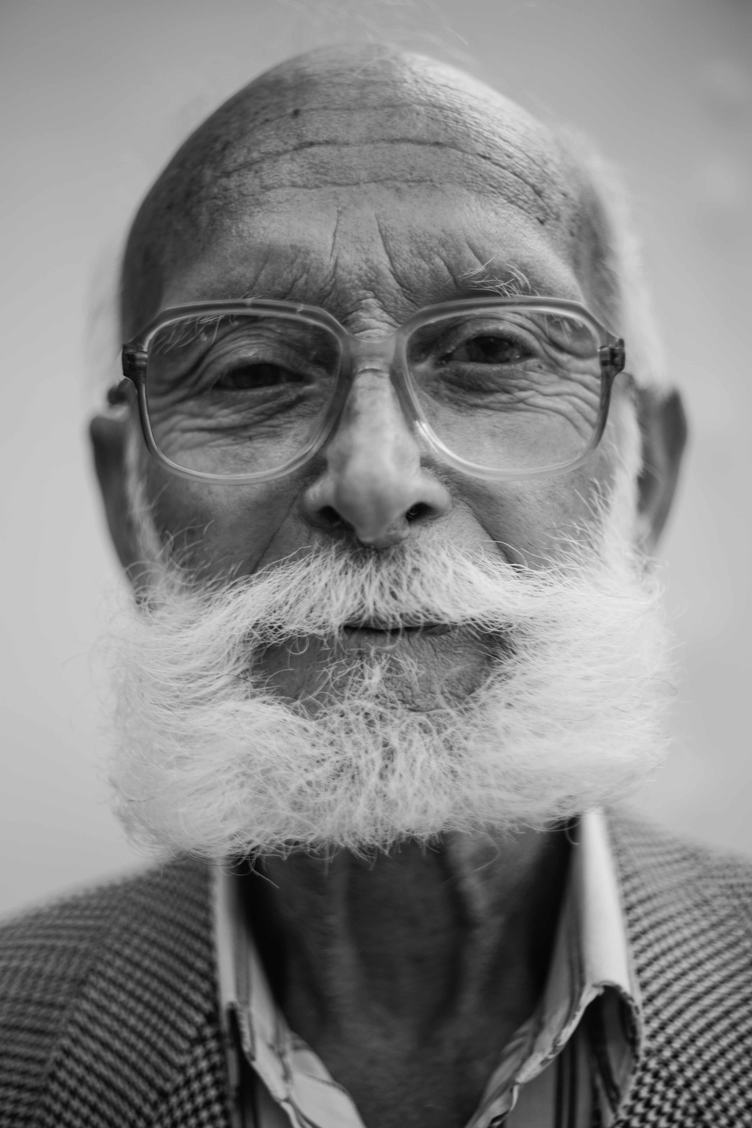 Free photo old men wearing glasses black white portrait