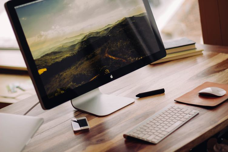 Minimal Workstation iMac