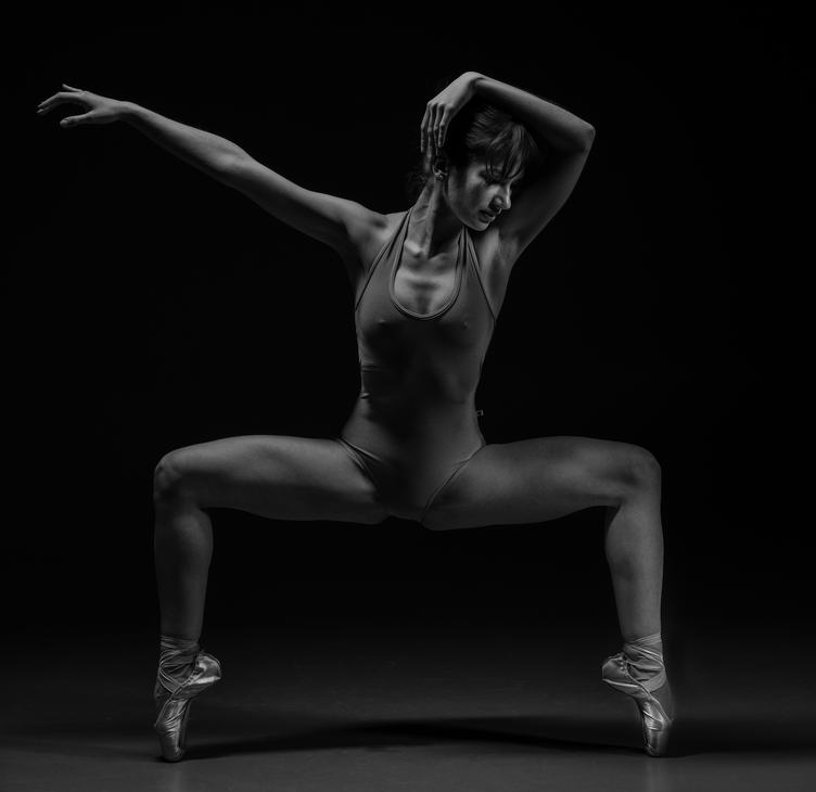 Muscled Female Dancer in Pointe Shoes