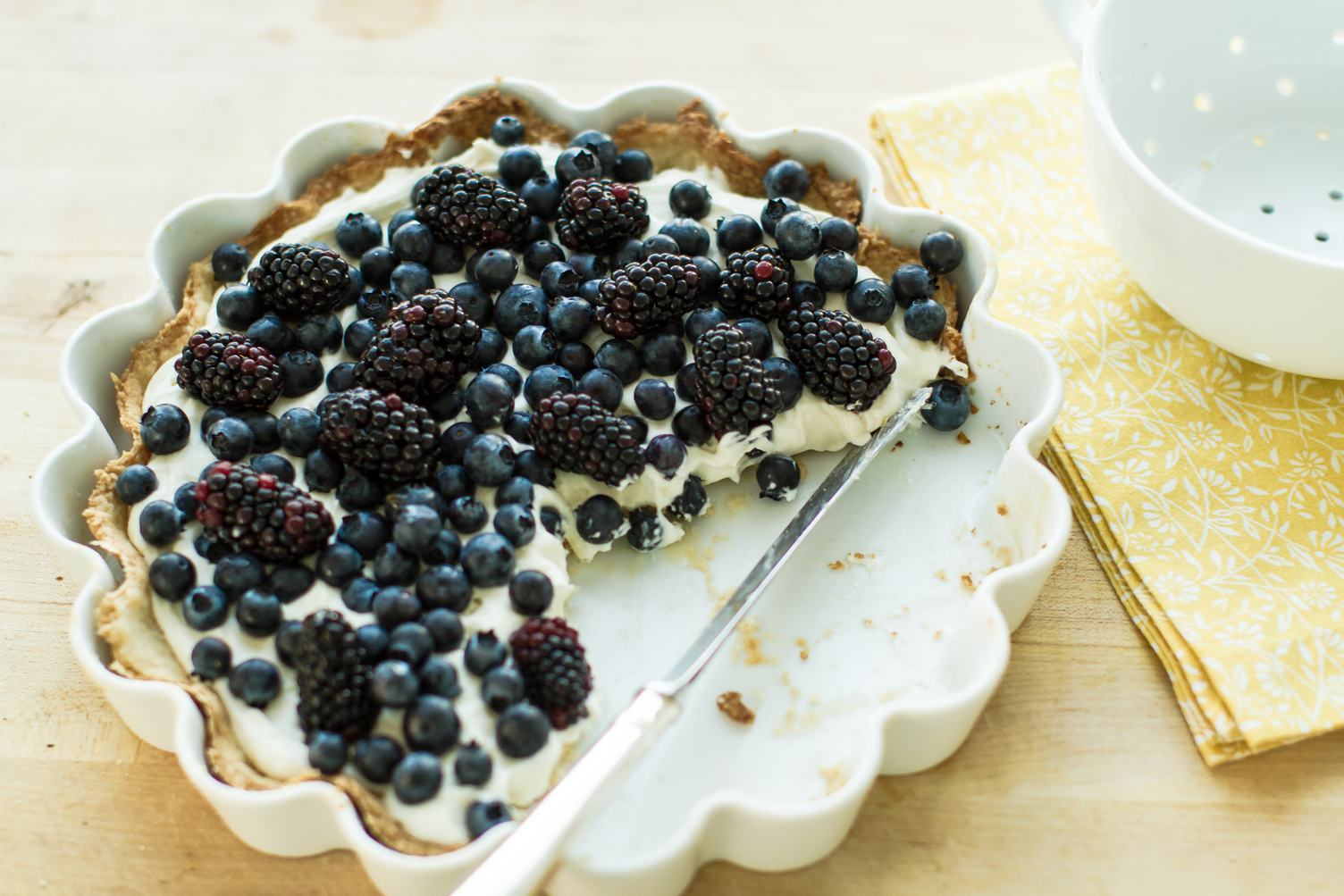 Delicious Tart with Blackberries and Blueberries
