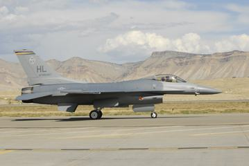 F-16 Fighting Falcon, Aircraft on Runway