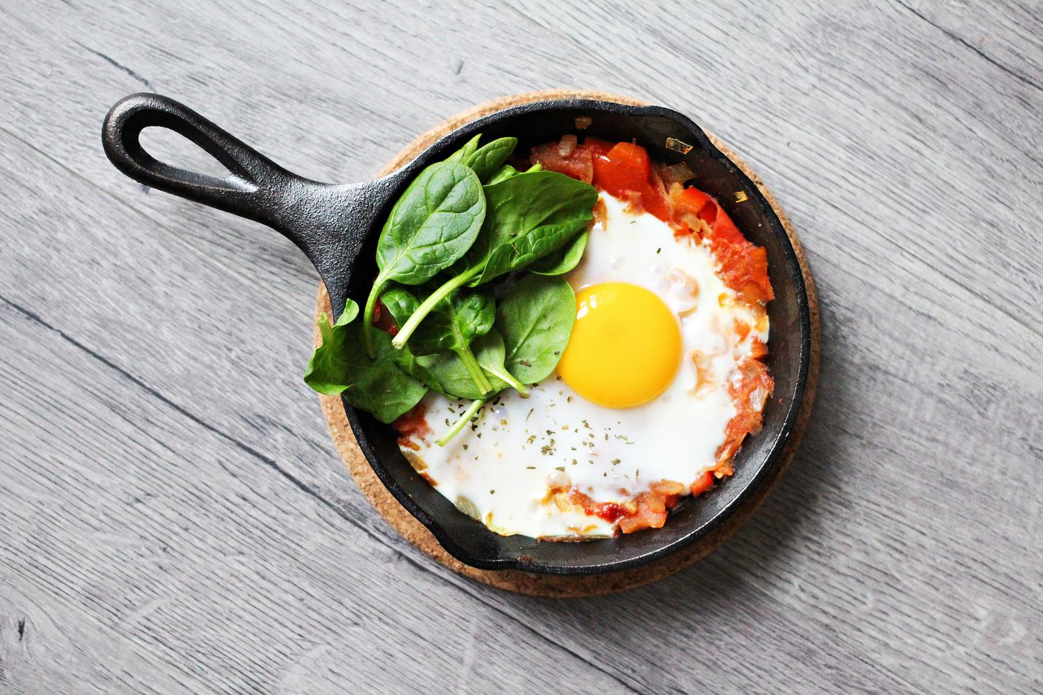 Egg with Spinach and Tomato for Breakfast