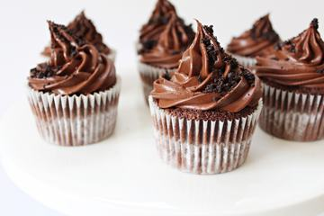 Chocolate Cupcakes with Ganache