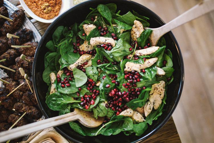 Salad with Baby Spinach, Pomegranate and Chicken