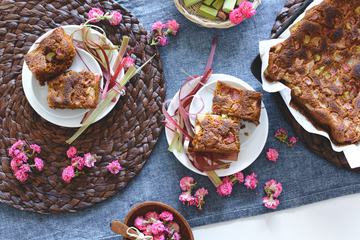 Rhubarb cake Table Composition