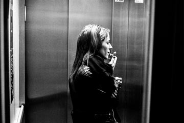 Everyday Life - Makeup in the Elevator