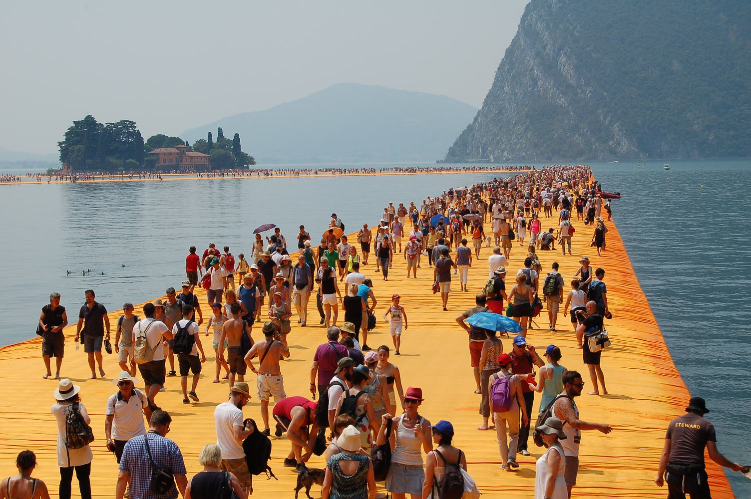 Yellow Floating Piers full of Tourist